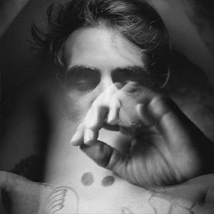 Portrait en noir et blanc de l'artiste Bengal