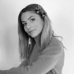 Portrait en noir et blanc de l'artiste Victoire Gazzola